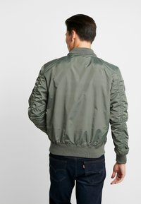 Alpha Industries - HOOD CUSTOM - Bomberjacks - vintage green - 3