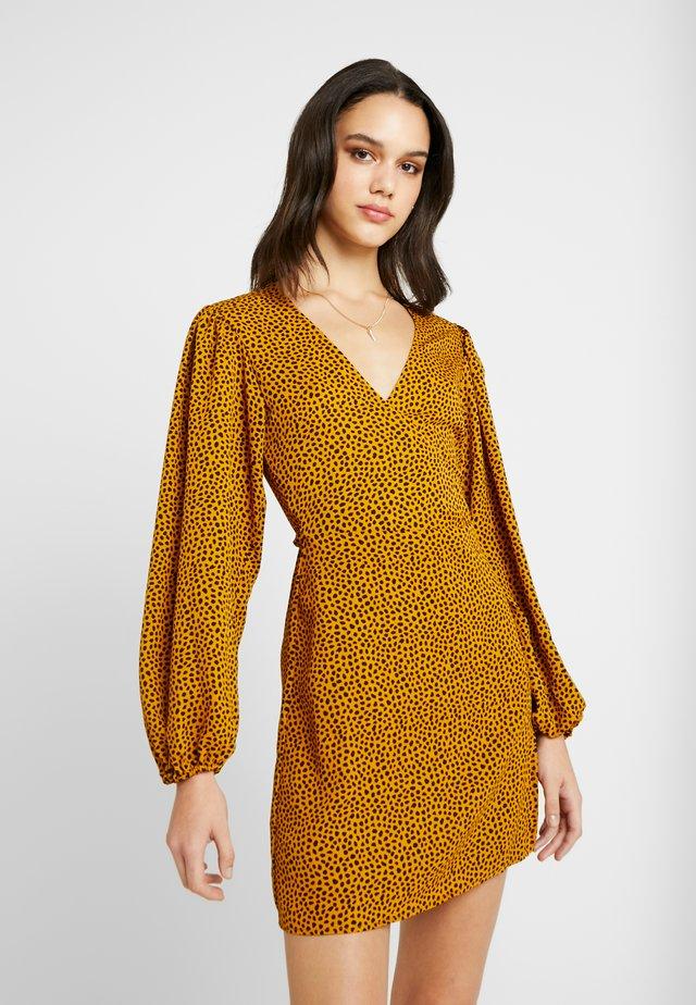 Vapaa-ajan mekko - mustard