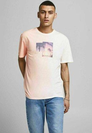 JORNEWSET TEE CREW NECK - Print T-shirt - peachskin
