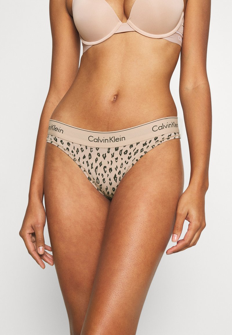 Calvin Klein Underwear - MODERN TANGA - Stringit - honey almond