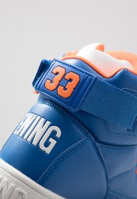Ewing - 33 HI - Zapatillas altas - prince blue/vibrant orange/white - 6