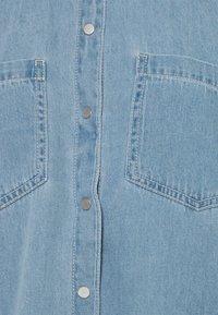 Vero Moda - VMMILA LONG MIX COLOR - Skjorta - light blue denim - 2