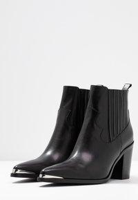 San Marina - AGUEDA - Boots à talons - black - 4
