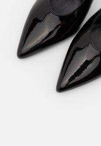 Versace Jeans Couture - Lodičky na vysokém podpatku - nero - 6