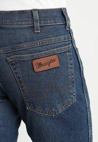 Wrangler - TEXAS - Jeansy Straight Leg - indigo wit - 5