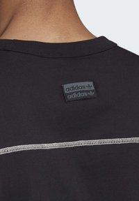 adidas Originals - R.Y.V. T-SHIRT - T-shirts med print - black - 7