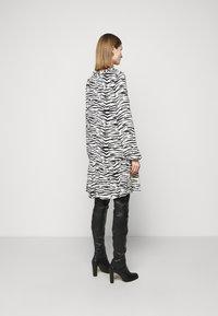 Pinko - UTOPIA - Day dress - bianco/nero - 2