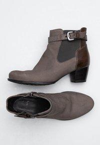 ara - Korte laarzen - brown - 0
