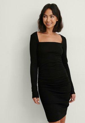 MIT RÜSCHEN-DETAIL - Shift dress - black