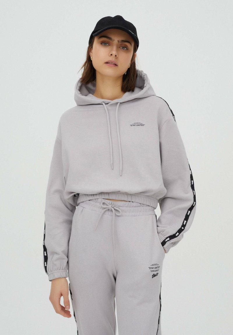 PULL&BEAR - Felpa con cappuccio - grey