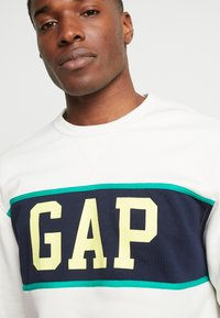 GAP - V-MINI CREW - Sweatshirt - carls stone - 5