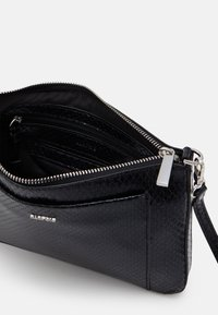 PARFOIS - CROSSBODY BAG FAME - Skulderveske - black - 2