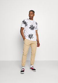 Only & Sons - ONSPOLE TEE - Print T-shirt - bright white - 1