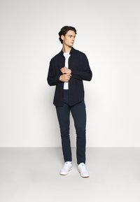 Tommy Jeans - SCANTON PANT - Chinos - twilight navy - 1