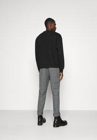 Jack & Jones - JORELLIOT  - Sweatshirt - black - 2