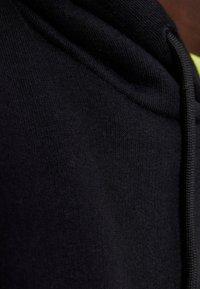 Bershka - Sweat à capuche - black - 4