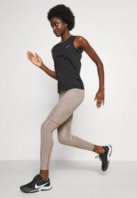 Nike Performance - RUN TANK - Topper - black/bright crimson - 4