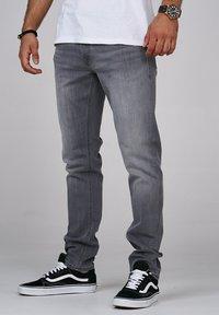 Jack & Jones - CLARK JJARIS  - Straight leg jeans - grey denim - 2