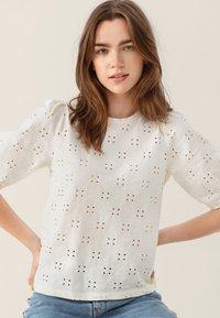 Moss Copenhagen - KARISSA SS - Basic T-shirt - vanilla ice - 0