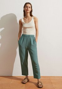 OYSHO - Pantalon classique - green - 1