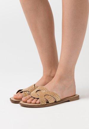 Pantolette flach - biscotto