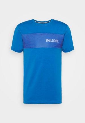 HERREN LIT GRID - T-shirt print - blau/weiss