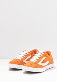 Viking - RETRO TRIM UNISEX - Sports shoes - terracotta/eggshell - 3