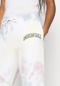 American Eagle - BRANDED PANT WASH - Tracksuit bottoms - multicoloured - 4