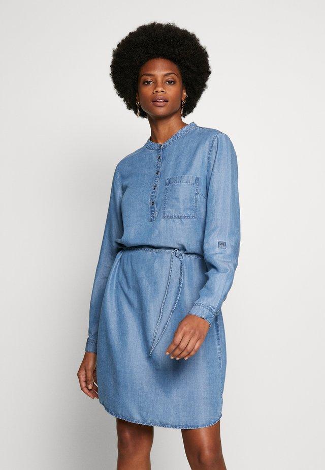 FRIVSHIRT  - Denimové šaty - skye blue denim