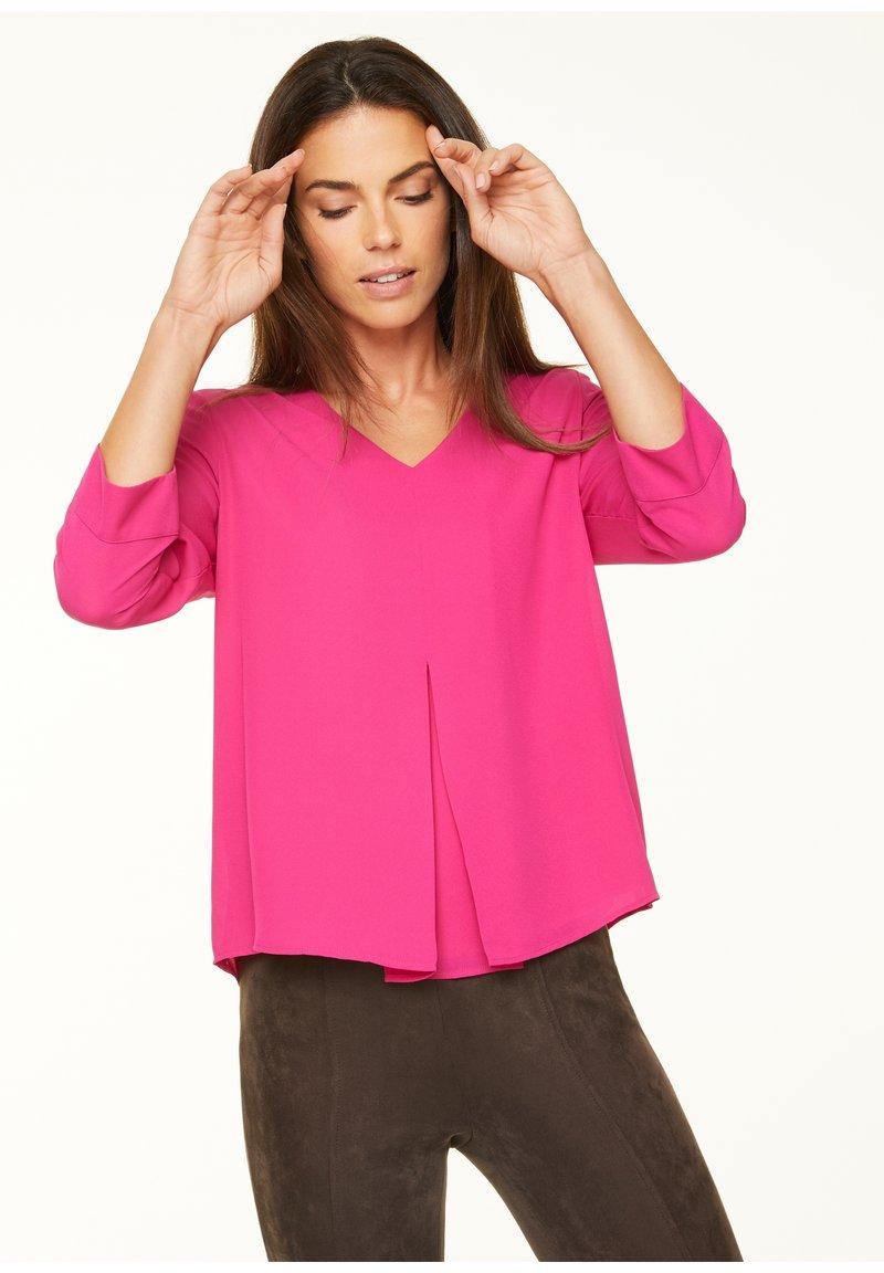 comma - MIT LAYERING-EFFEKT - Blouse - deep pink