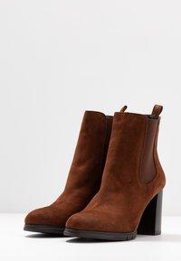 PERLATO - Classic ankle boots - cognac - 4