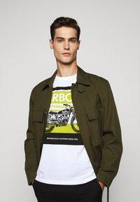 Barbour International - BURN TEE - Print T-shirt - white - 3