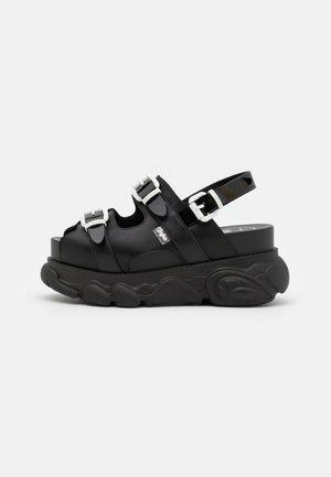 MARINA HOERMANSEDER X BUFFALO BUCKLETREATS BLACK VEGAN  - Platform sandals - black
