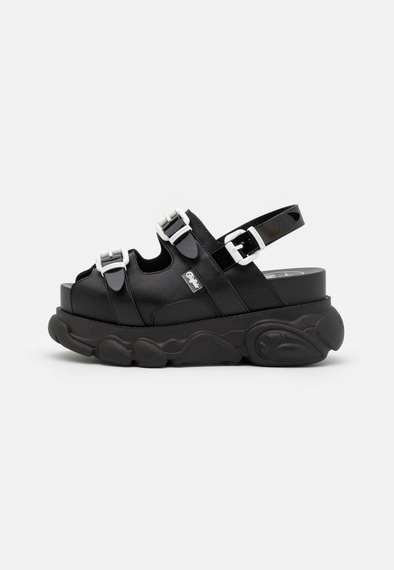 Buffalo - MARINA HOERMANSEDER X BUFFALO BUCKLETREATS BLACK VEGAN  - Platform sandals - black