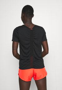 Nike Performance - RUN - T-shirt basic - black/bright crimson/silver - 2