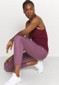 Nike Performance - 7/8 FEMME - Tights - light mulberry/white - 3