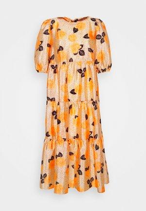 AKIACRAS DRESS - Denní šaty - apricot/orange