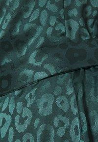 Never Fully Dressed Tall - LEOPARD LONGSLEEVE WRAP DRESS - Maksimekko - emerald - 2