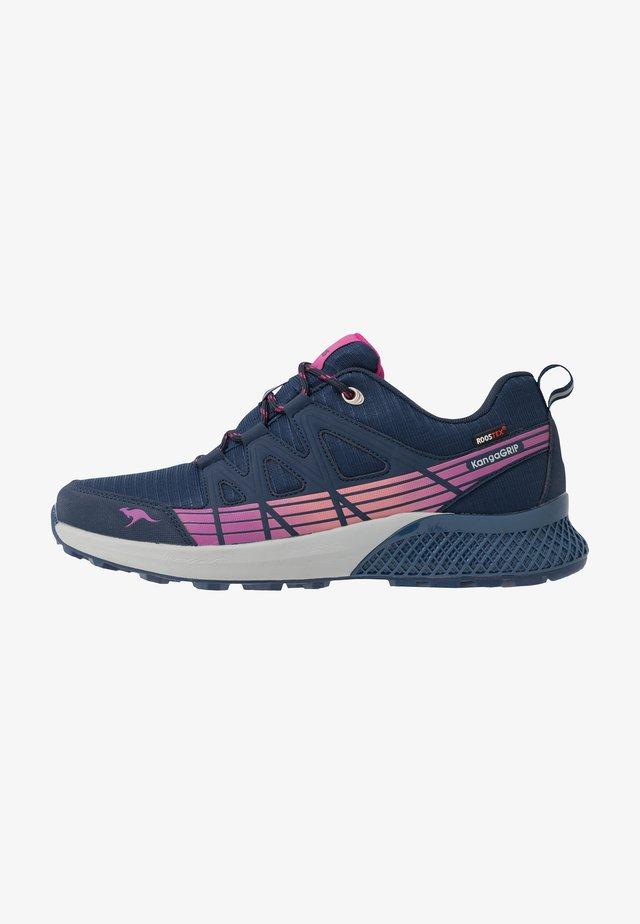 K-TRUN RTX - Sneakersy niskie - dark navy/daisy pink