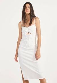 Bershka - Gebreide jurk - white - 0