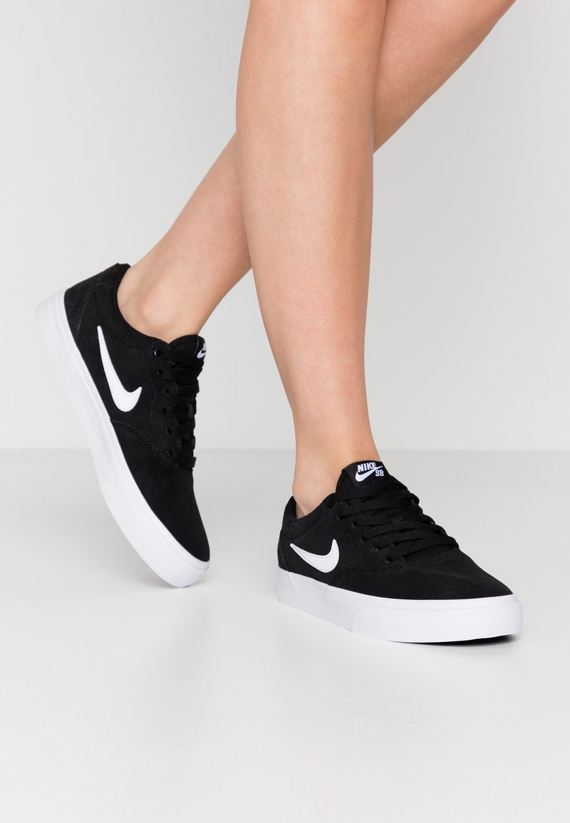 Nike SB - CHARGE - Sneakers - black/white