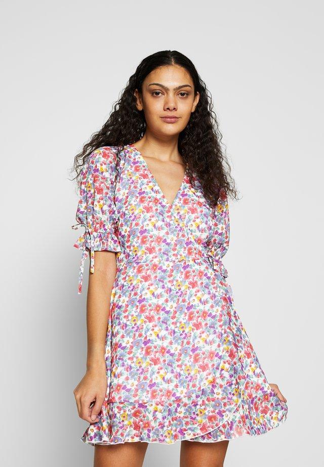 RUFFLE CUFF & HEM WRAP MINI DRESS - Korte jurk - molly vintage