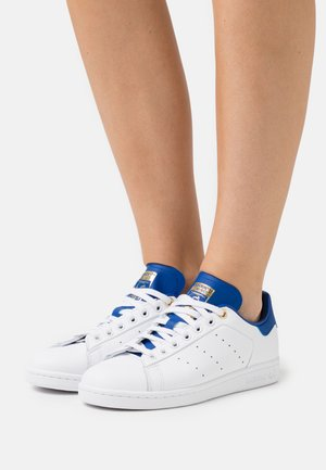 STAN SMITH - Joggesko - footwear white/royal blue/gold metallic