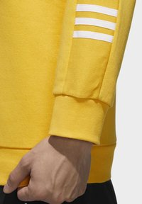 adidas Performance - ESSENTIALS TRAINING SPORTS PULLOVER - Mikina - active gold/white - 6