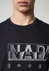 Napapijri - SALLAR LOGO - T-shirt med print - blu marine - 2