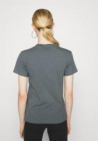 adidas Originals - TREFOIL TEE - T-shirt imprimé - blue oxide - 2
