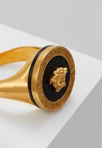 Versace - Ring - nero/oro tribute - 5