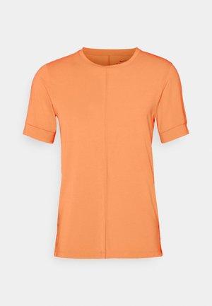 DRY YOGA - Basic T-shirt - orange frost/black