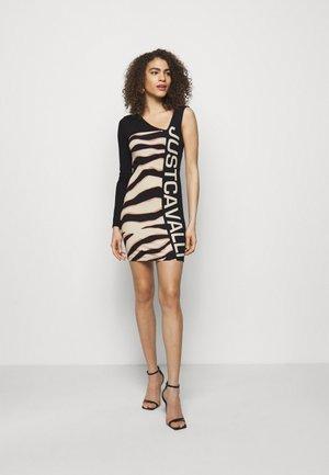 Sukienka z dżerseju - pink variant