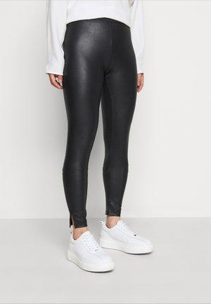PCNEW SHINY SLIT - Leggings - black